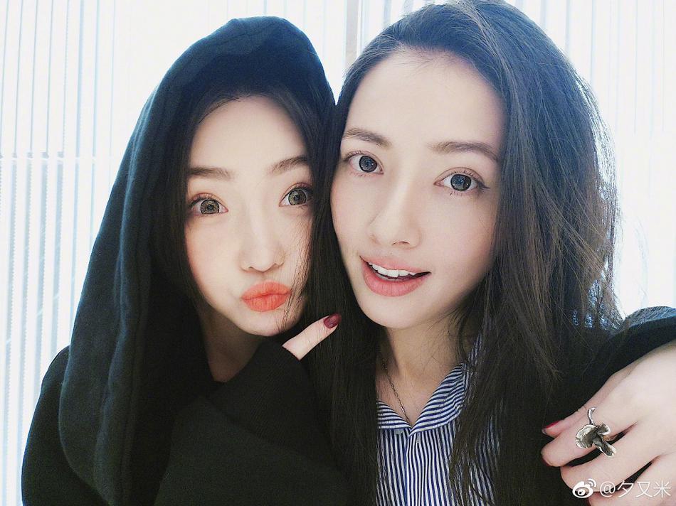 高清套图:高晓松前妻与郭碧婷交情好 自拍亲密似姐妹