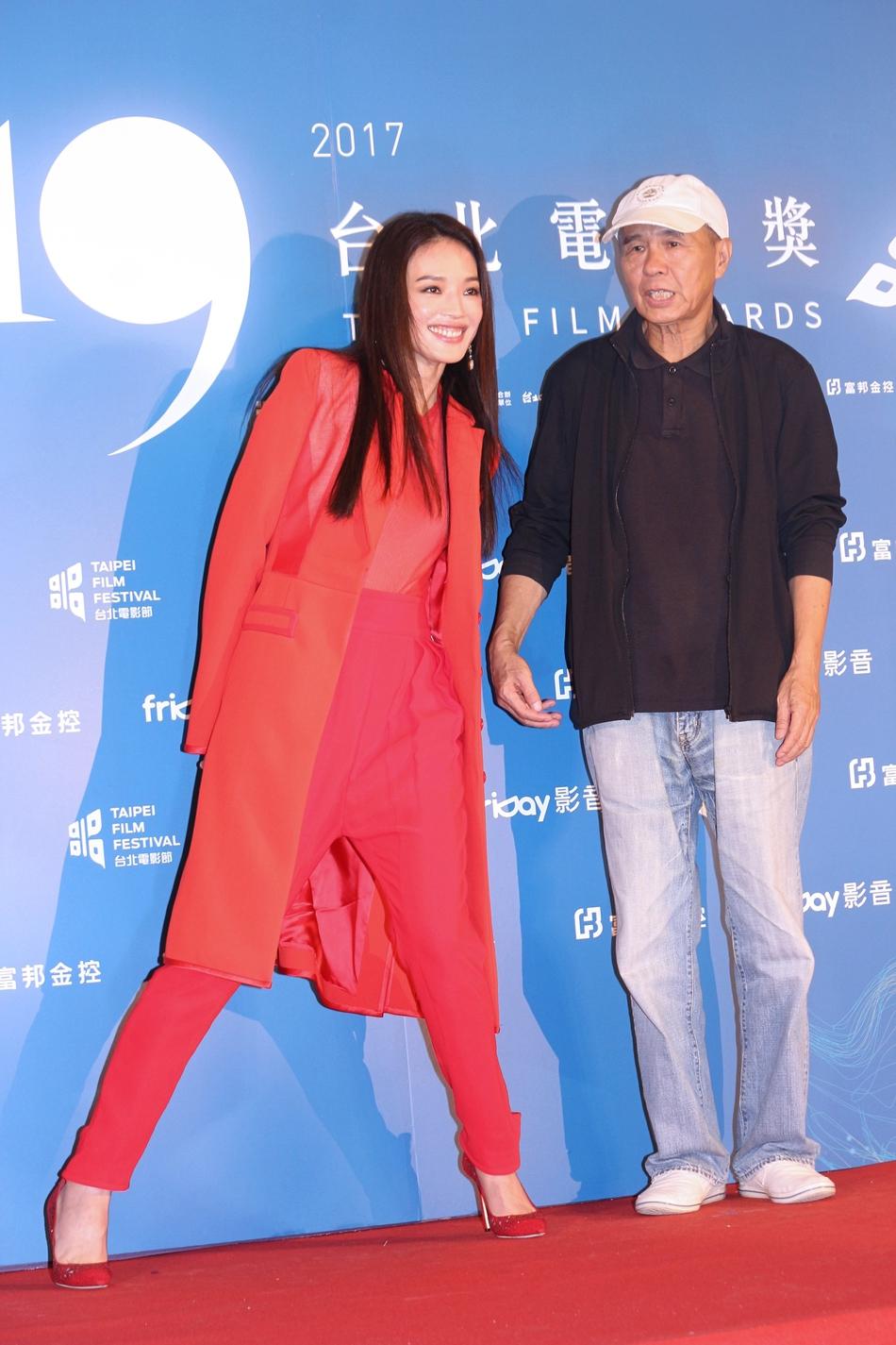 台北电影节众星争艳 舒淇红衣惹眼许玮宁发型老气