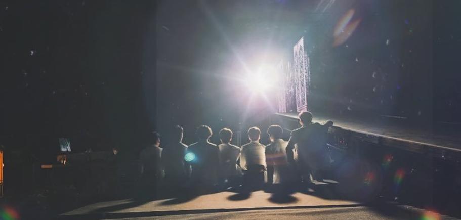 GOT7组合出道7周年!成员们拍了一张太阳背面的照片 团队的灵魂在燃烧