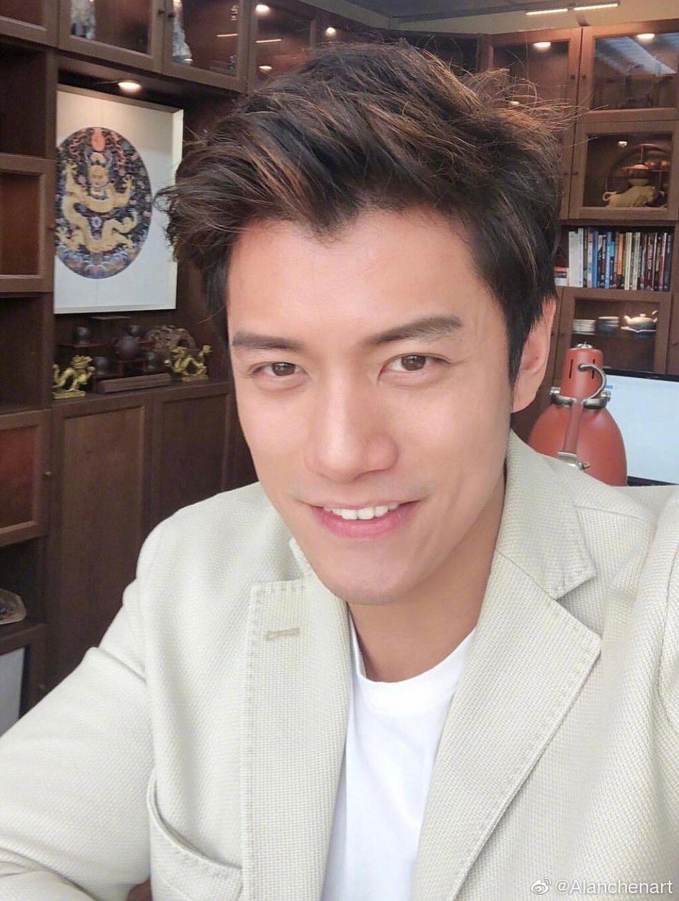 组图 40岁陈乔恩承认新恋情 男友是马来西亚富豪还办过画展