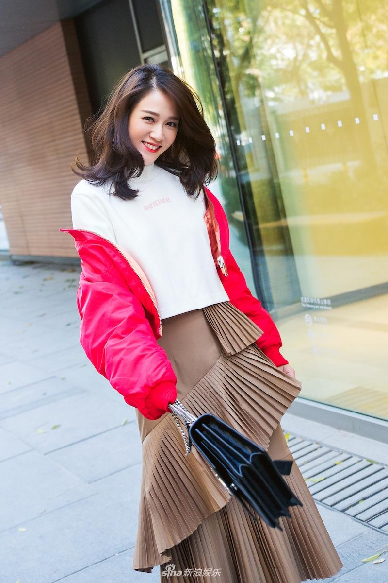 娱乐讯 近日,陈乔恩曝光一组街拍,照片中她造型多变,在保持自图片