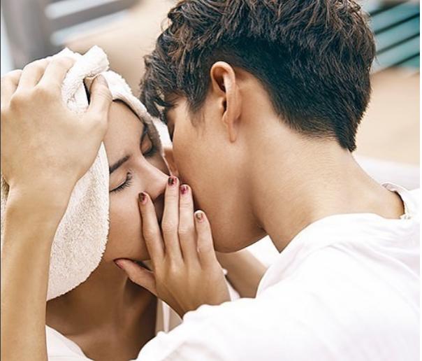 组图 Mike李海娜拍写真亲亲抱抱甜齁 网友 求你们结婚吧图片