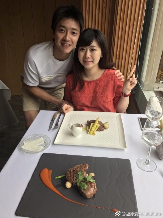高清套图:福原爱与老公江宏傑庆祝结婚一周年 挺孕肚甜蜜依偎超幸福