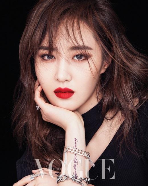 组图 少女时代Yuri拍美妆写真 烈焰红唇复古美艳图片