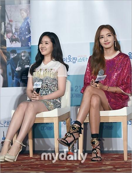 新浪娱乐讯 8月29日上午,韩彩英、陈池熙、松雨等艺人在首尔某影院