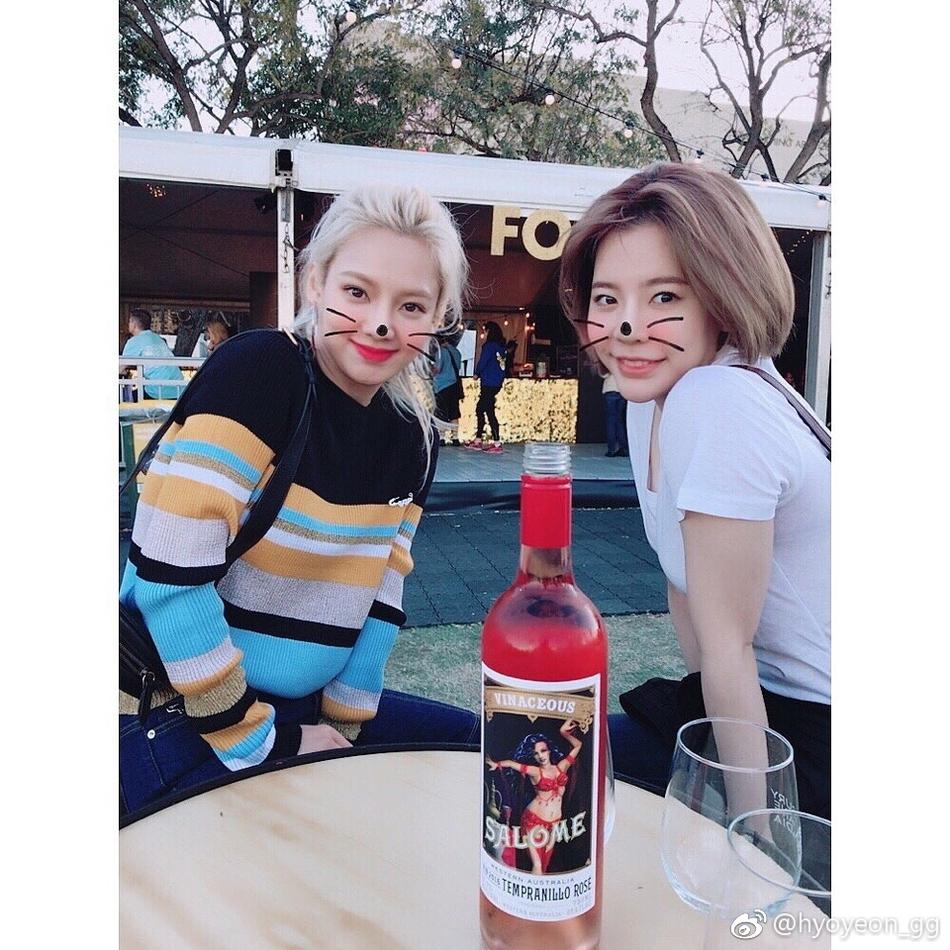 少女时代孝渊Sunny出行 一个穿毛衣一个穿短袖
