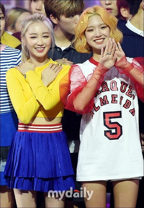 韩国女团ELRIS造型五彩斑斓 彩虹色展少女魅力