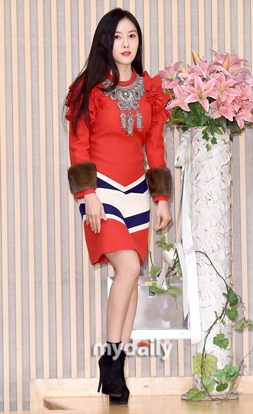 卡通红裙女孩韩国
