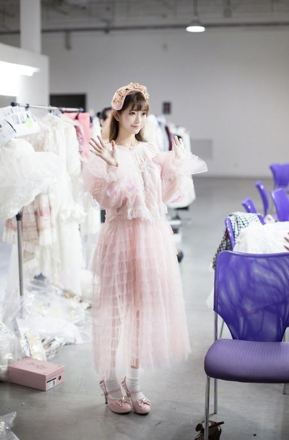 韩国美女们的时尚运动紧身裤秀。超清