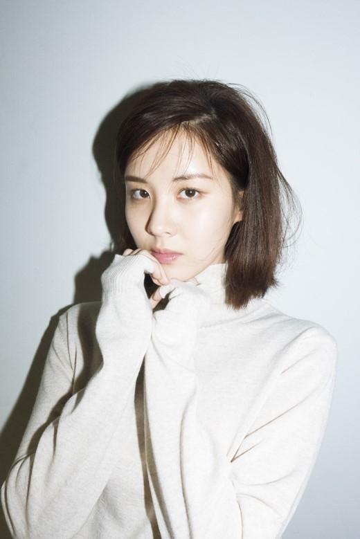 前少女时代成员徐贤拍写真 短发形象干练