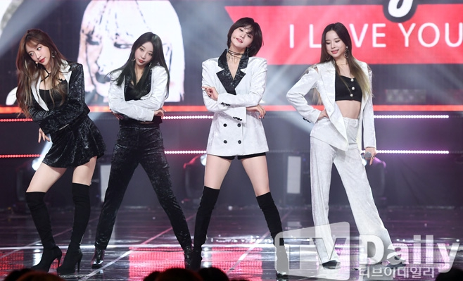 组图:韩女团EXID黑白风造型霸气性感 热舞火力全开