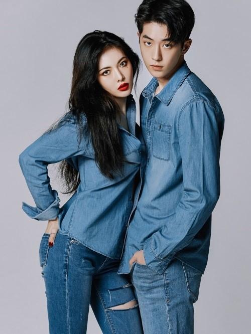 泫雅南柱赫合体拍宣传写真 演绎初秋牛仔时尚