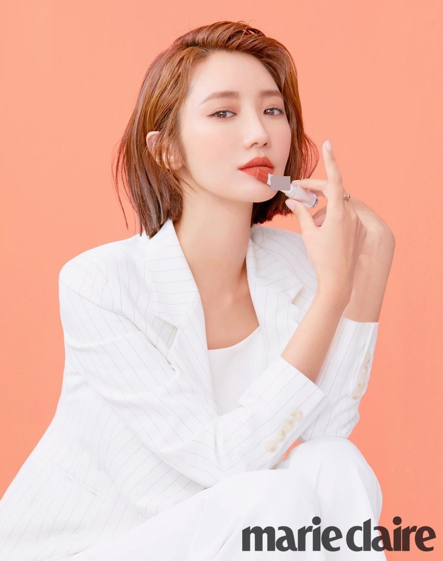 组图:韩国短发女神高俊熙拍写真 妆容魅惑气场干练