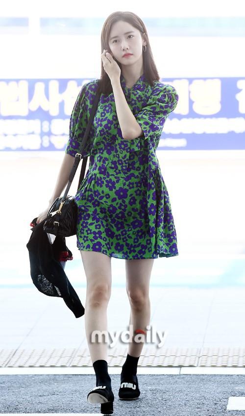 身材有Bug!少女时代林允儿国外旅游 自拍暴露弯弯腿型