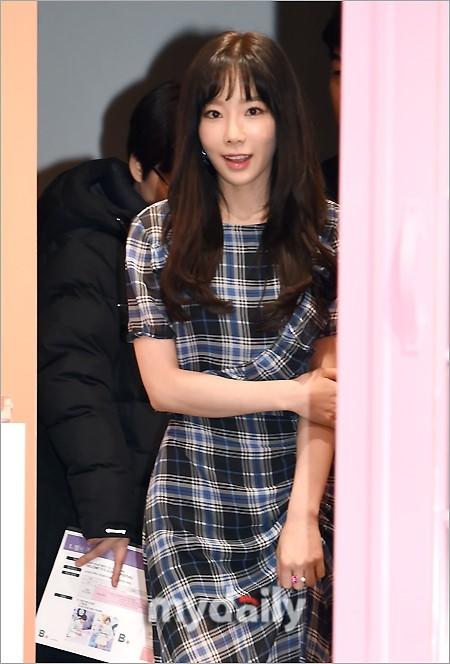少女时代泰妍出席活动 身材纤瘦表情略僵硬