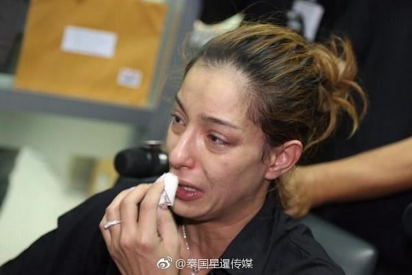 高清套图:泰女星醉酒闹事被拘 现场痛哭流涕模样狰狞