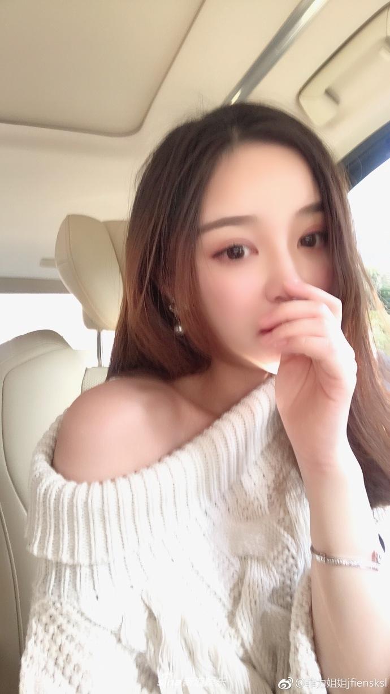 王思聪前女友雪梨晒孕肚照 大吃不喝不惧发胖