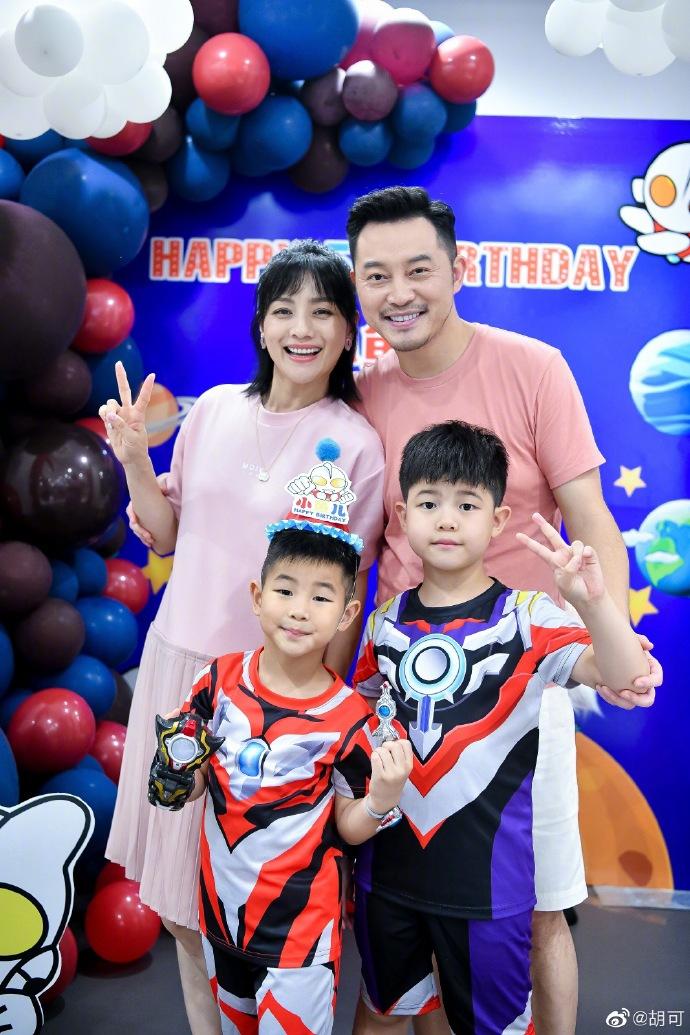 组图:胡可沙溢为小鱼儿办5岁生日派对 奥特曼主题一家四口超幸福