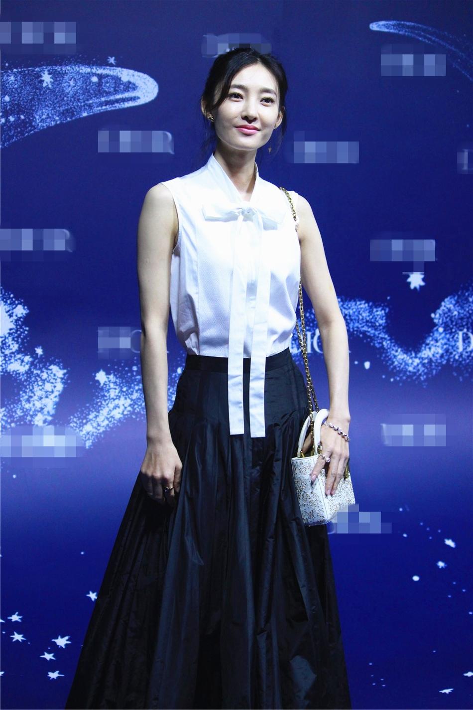 赵丽颖Baby何穗同台比美 露性感酥胸秀修长美腿 风格偶像 图8