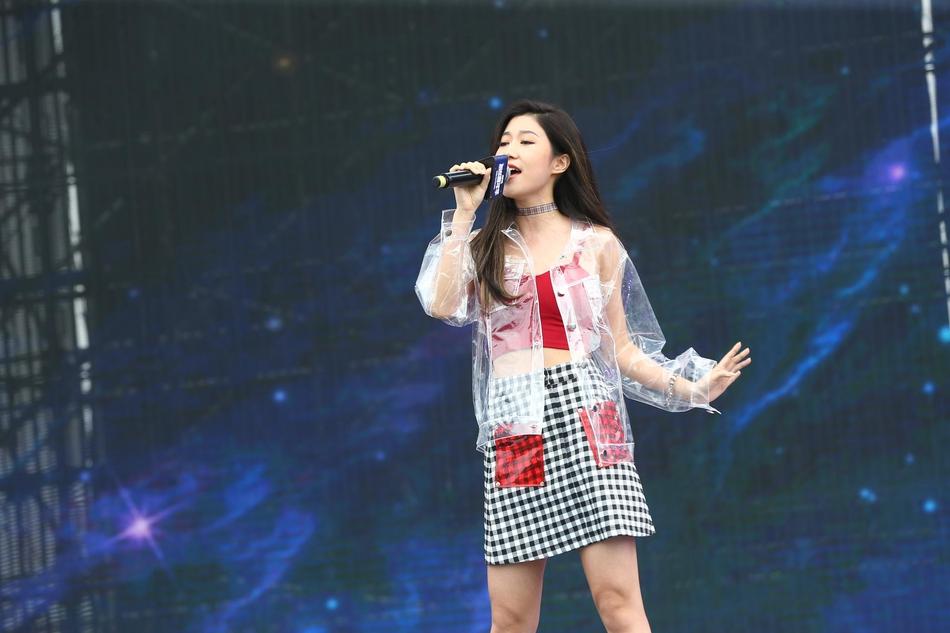 组图:杨洋朱一龙火箭少女等亮相2018粉丝嘉年华 土味表白粉丝