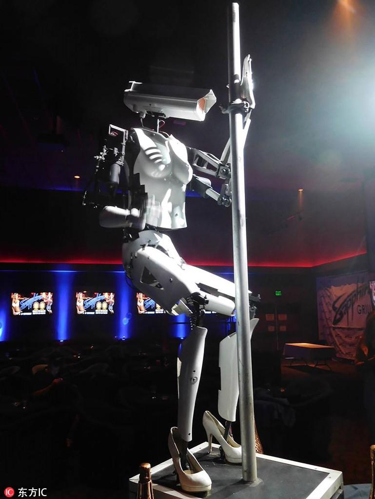 全球首场机器人钢管舞曼哈顿上演
