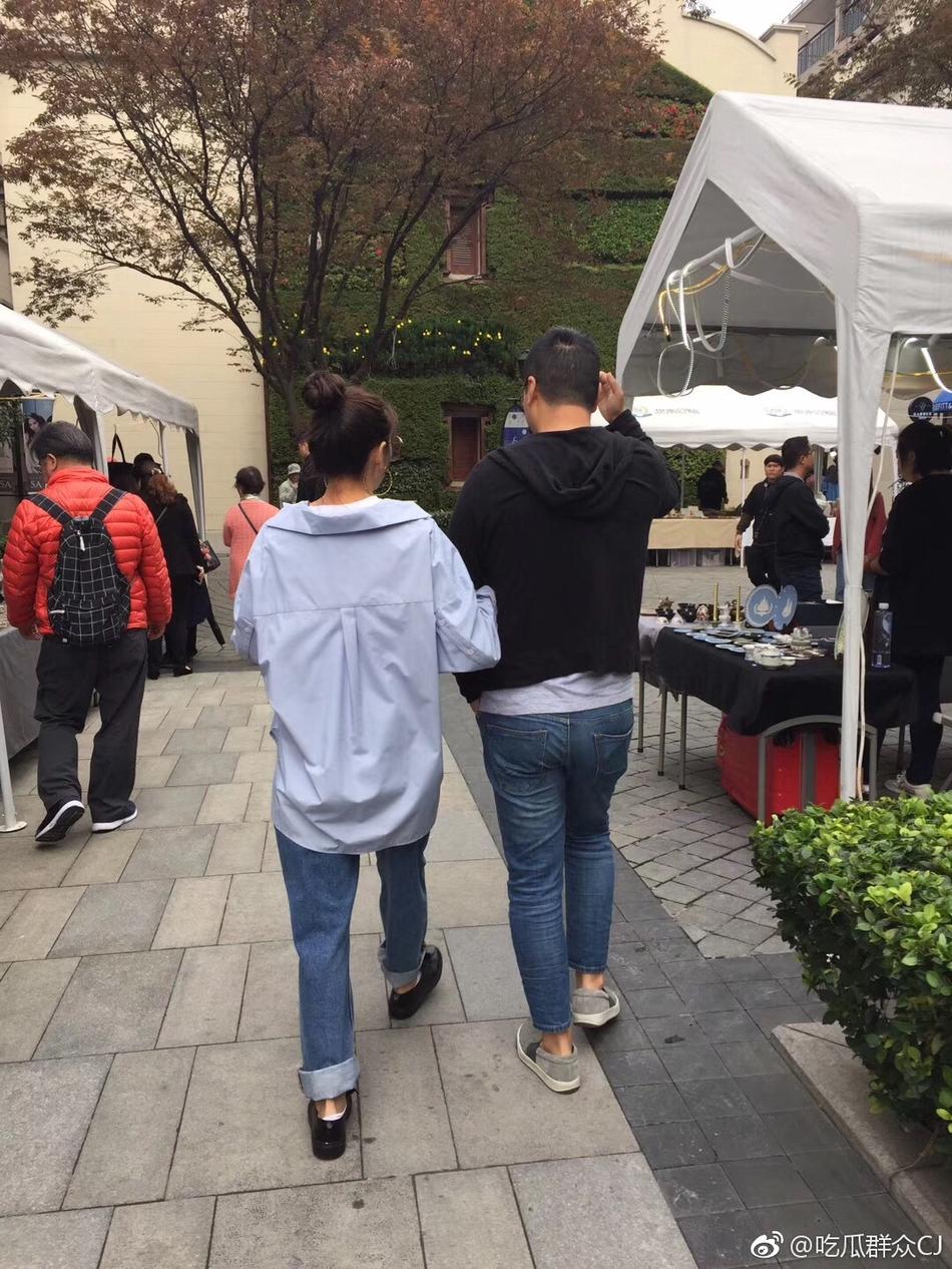 化干戈为玉帛?网曝张雨绮与前夫袁巴元携手逛街