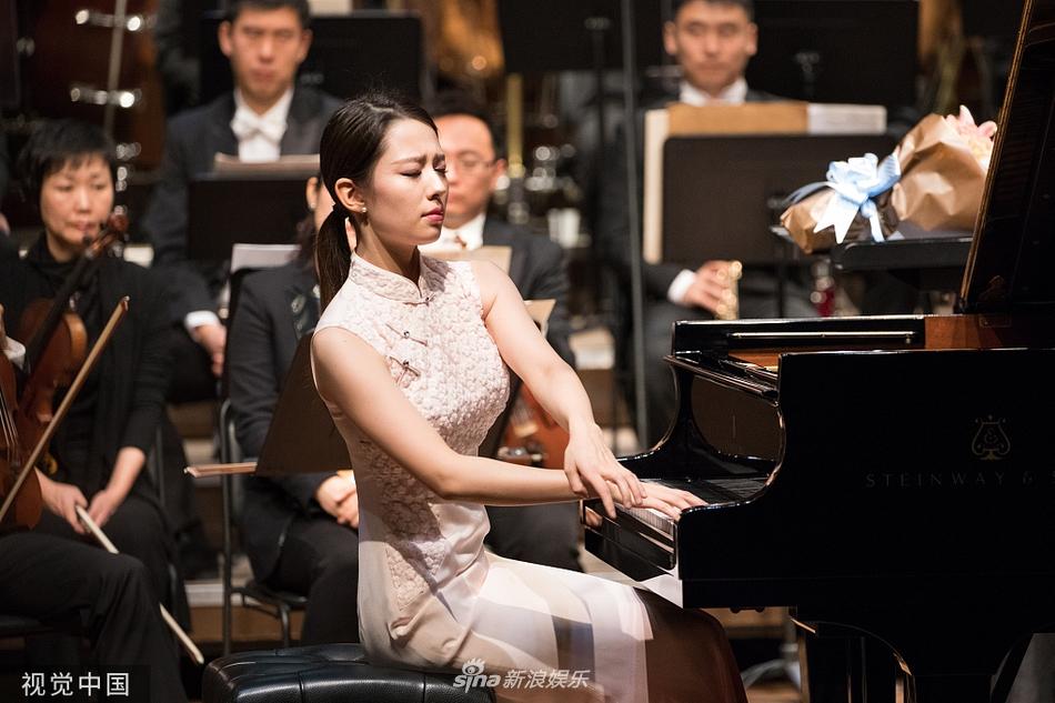 郎朗钢琴家妻子早前演出照曝光 气质不俗举止优雅大气