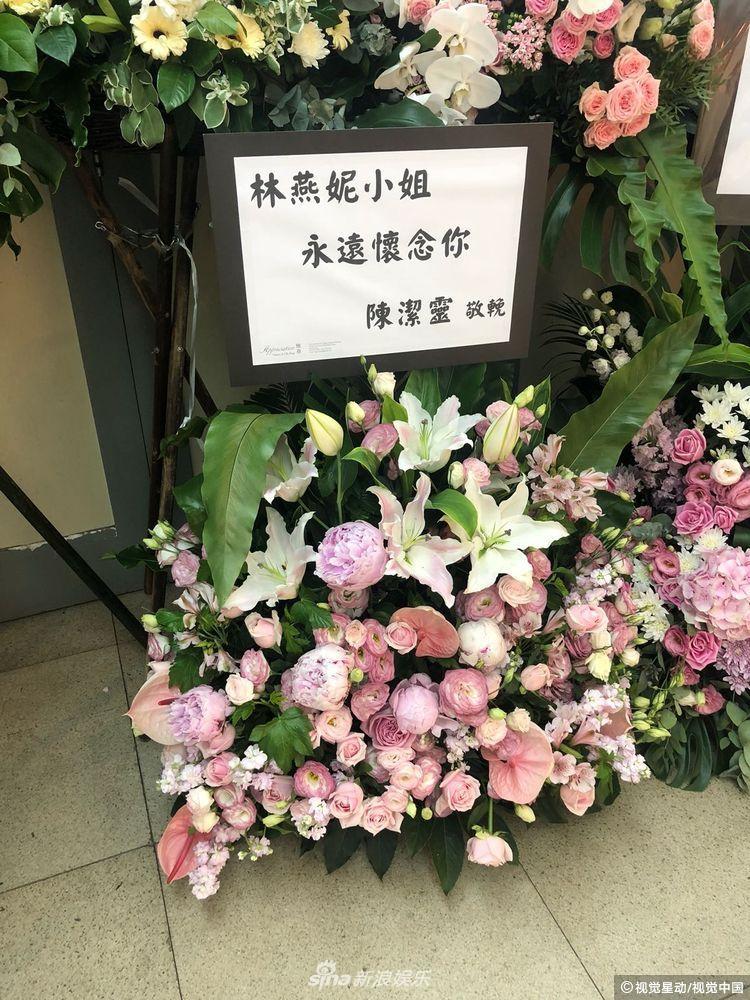 组图:香港才女林燕妮今日设灵 粉红花海送别故人