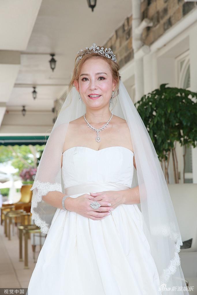 组图:83版小龙女翁静晶再婚赌王何鸿燊堂侄 计划捐献全部财产