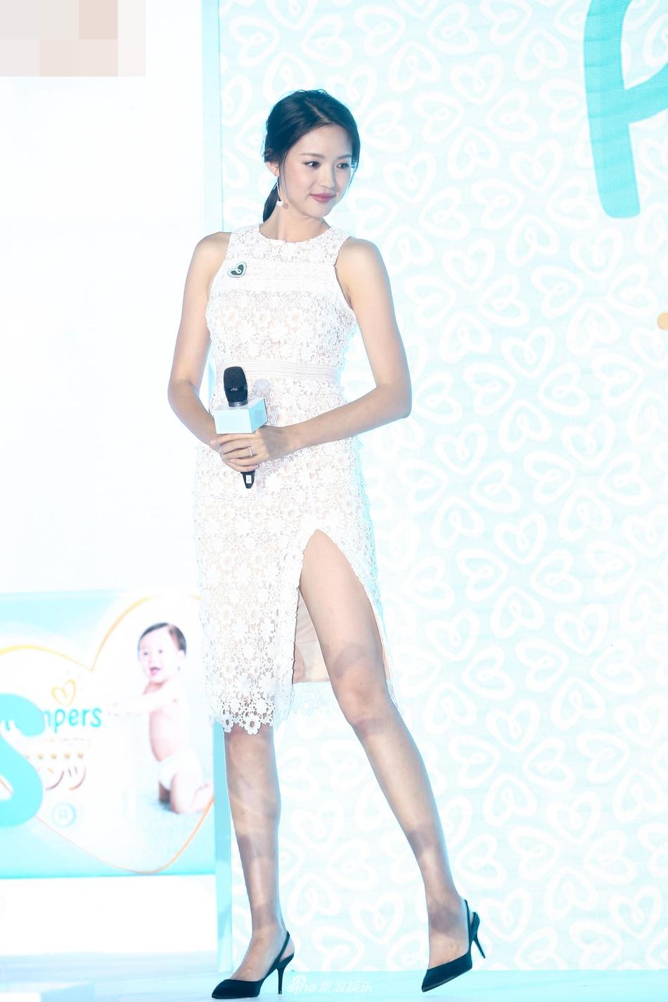组图:张梓琳镂空透视装性感惹火 高开叉裙秀修长美腿