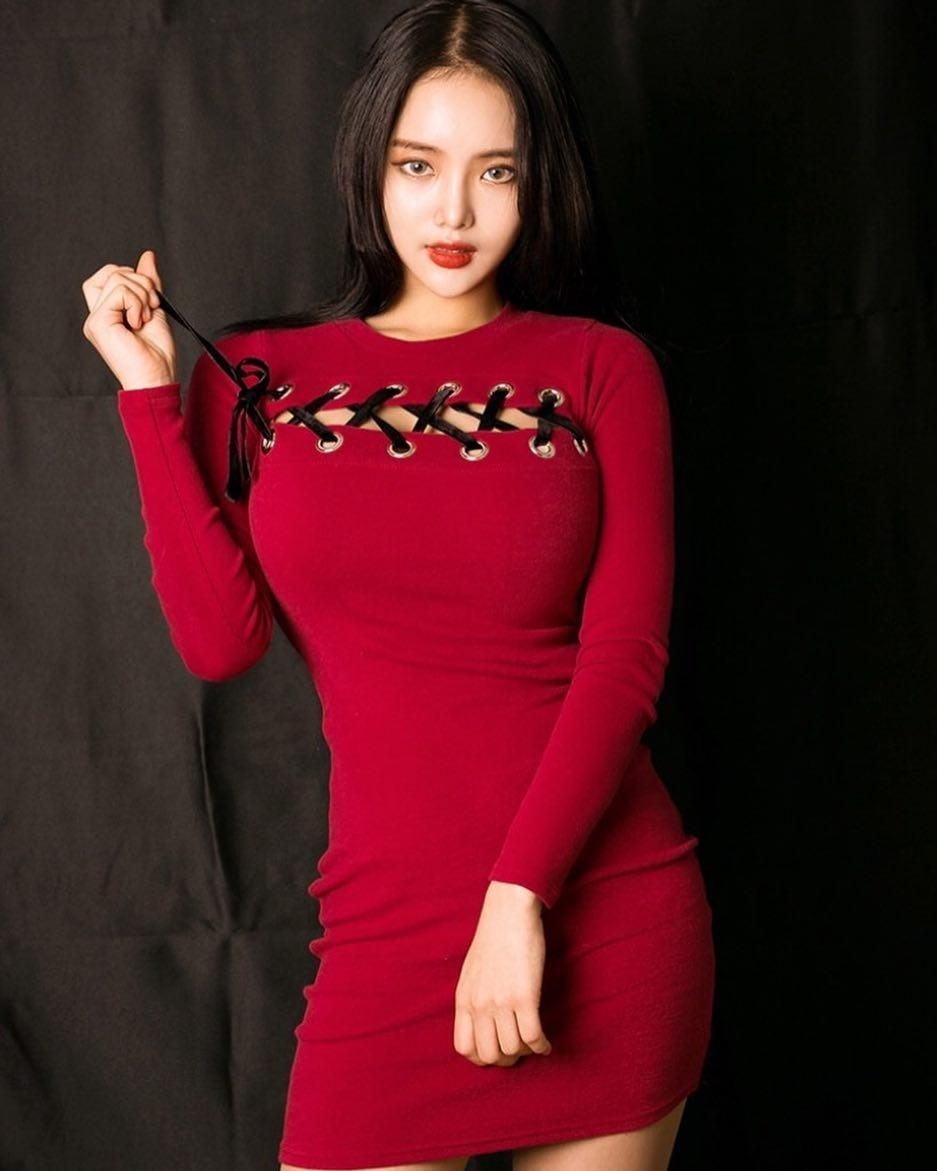 韩国网红模特肌肤滑嫩双峰傲人