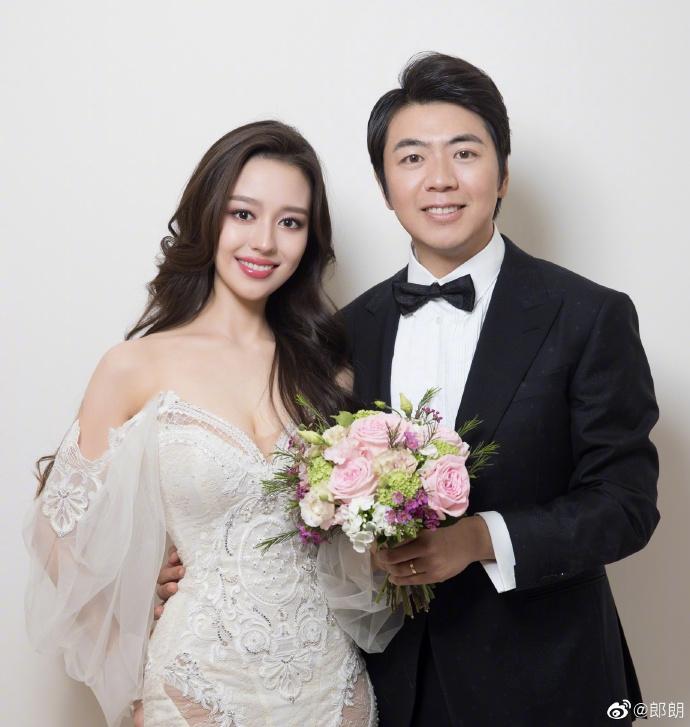 郎朗公布与24岁娇妻结婚喜讯 张靓颖李玉刚等送祝福