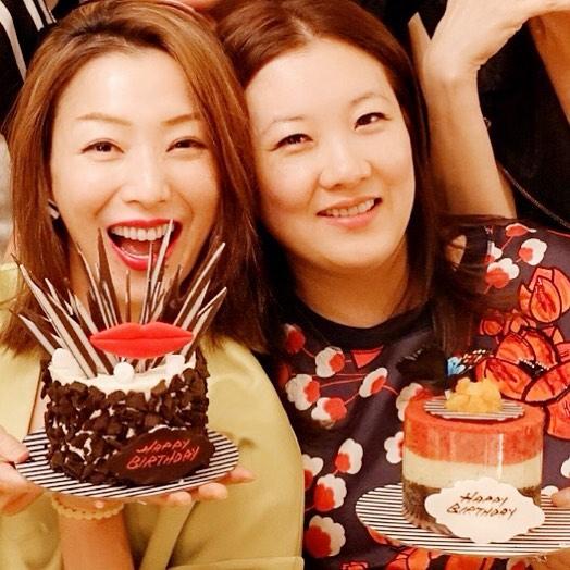 郑秀文晒跳水皇后伏明霞近照 两人多年闺蜜八月一同庆生