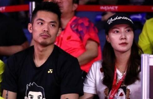 林丹谢杏芳泰国合体看比赛 摒弃前嫌热聊灿笑依然恩爱