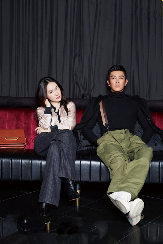 杜江霍思燕合体拍摄杂志大片 两人摆同款姿势默契满分