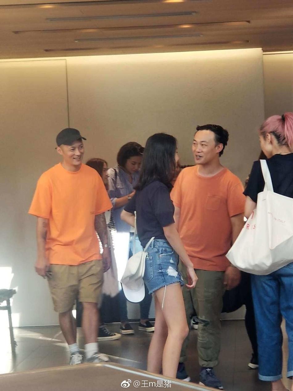 网友日本偶遇余文乐与陈奕迅一家 14岁女儿热裤秀长腿