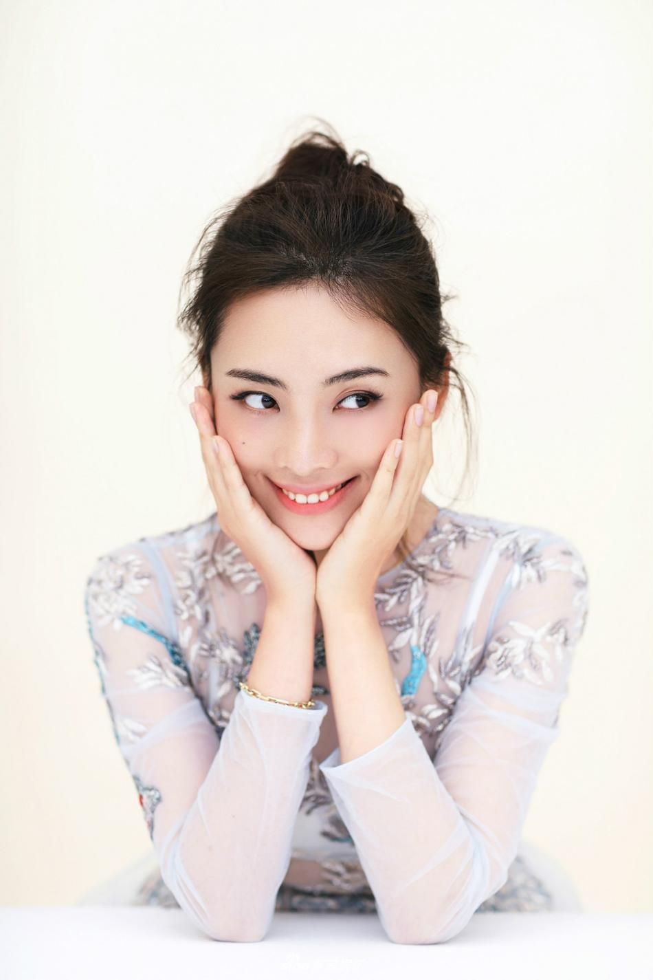 《绝密543》陈维涵曝清新写真 白裙造型优雅迷人