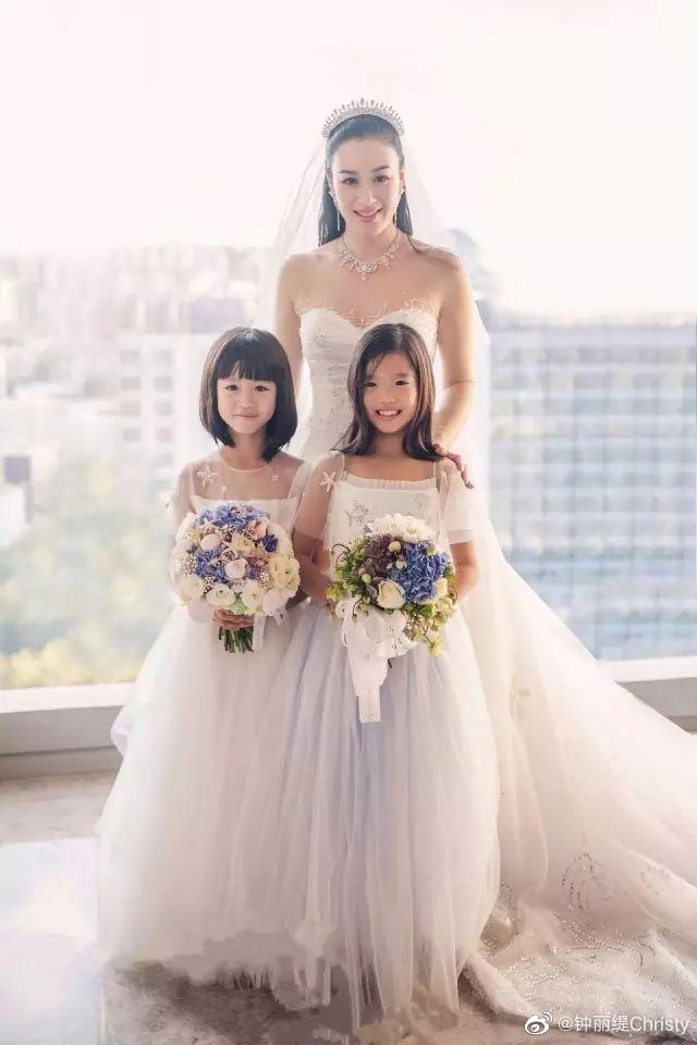 中等阳光婚姻家庭照片一家的颜值很高 又甜又幸福