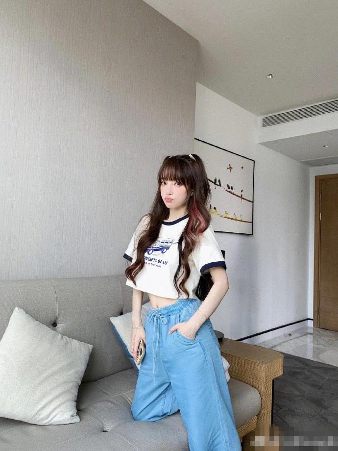 李小璐分享自己的美照 露脐装秀蛮腰瘦出马甲线