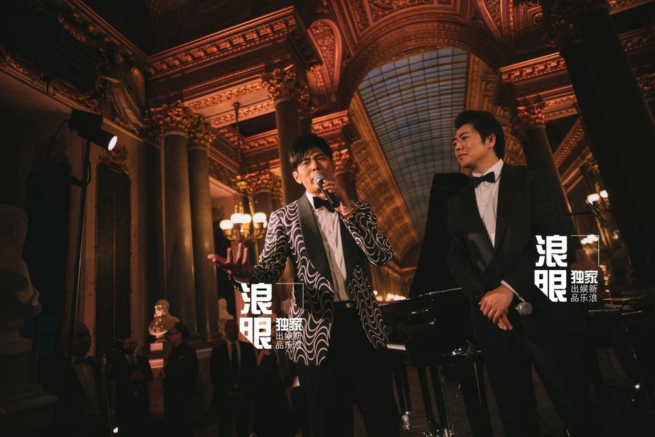郎朗凡尔赛宫举行婚礼晚宴 与新娘四手联弹画面唯美