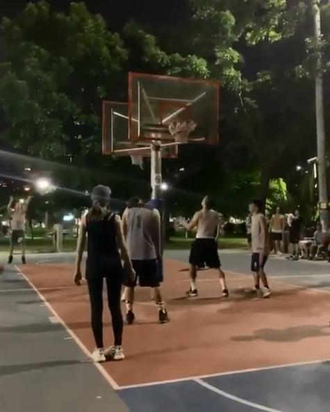周杰伦晒与昆凌打篮球画面 传球跑位配合默契 娱乐 热图3
