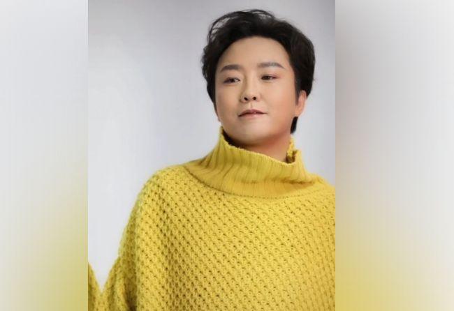 43岁的李玉刚近况公开 拍照、脸部浮肿、腹部状态不好