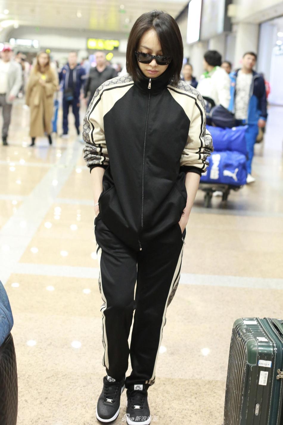 组图:宋茜穿黑色运动服现身酷劲足 墨镜遮素颜一路低头行走
