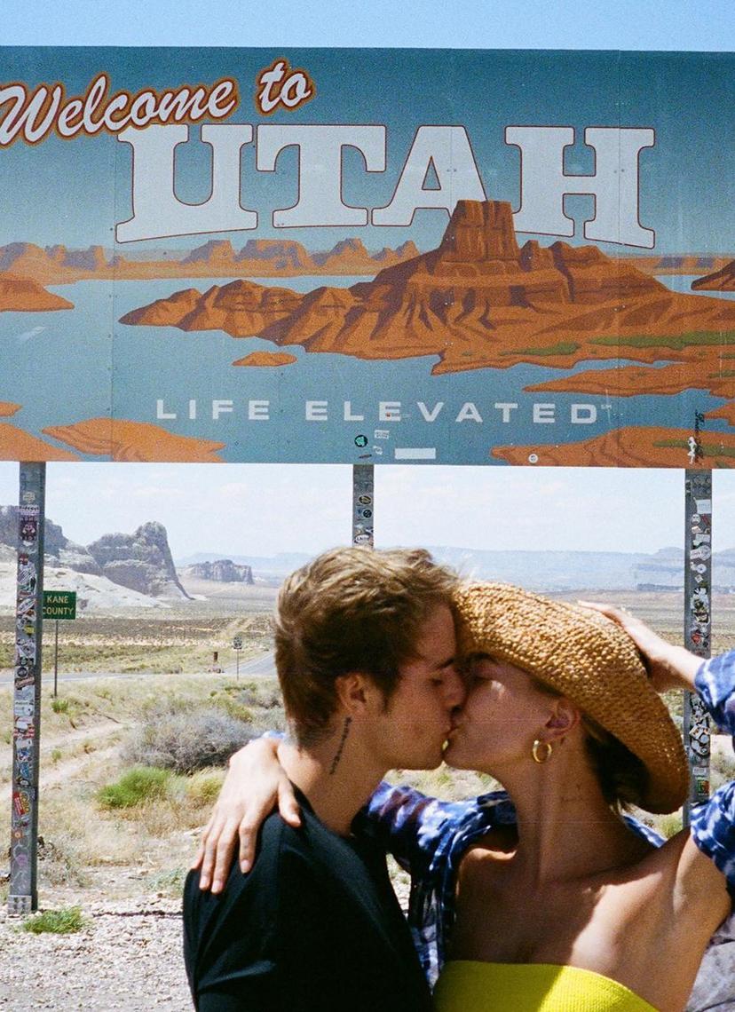 组图:海莉晒出游照与比伯同框秀恩爱 户外搂腰拥吻浪漫甜蜜