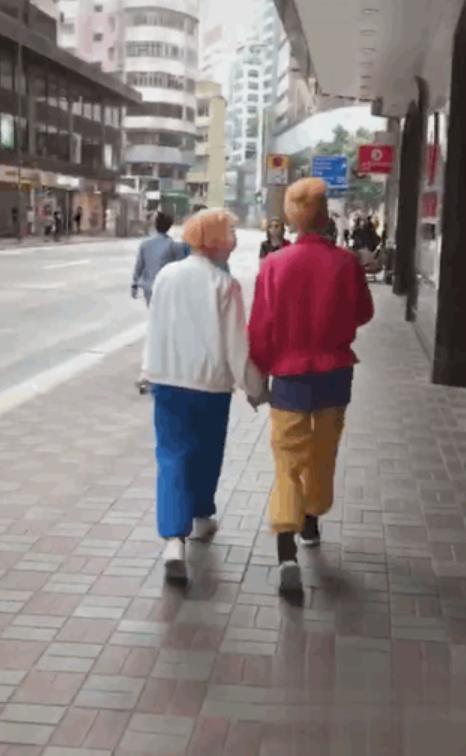 组图:吴卓林与32岁妻子牵手逛街 白天不工作依靠吴绮莉打工供养