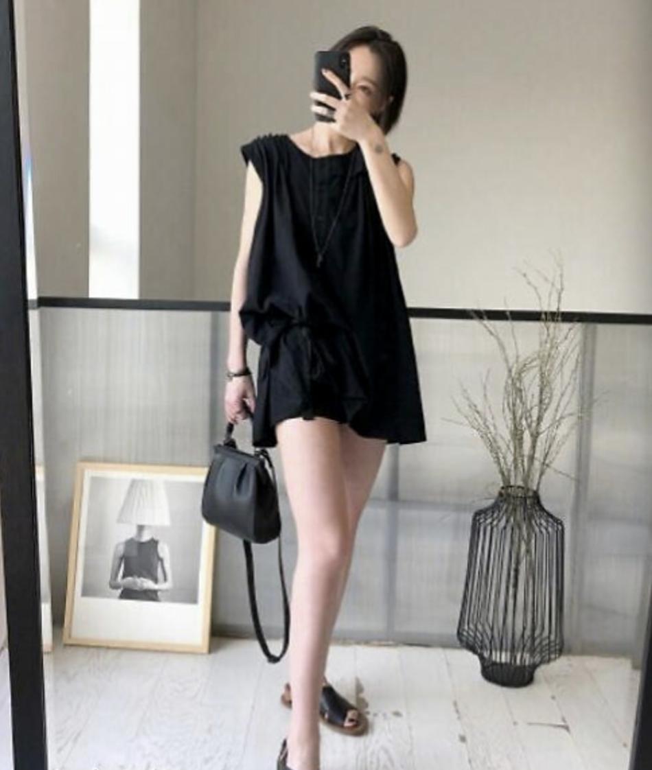 高晓松32岁前妻近照曝光 衣着时尚一双大长腿十分抢镜