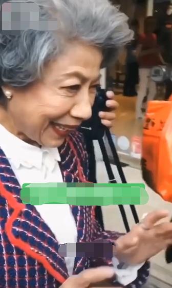 组图:85岁恐怖片专业户罗兰近照曝光 网友直呼害怕不敢对视