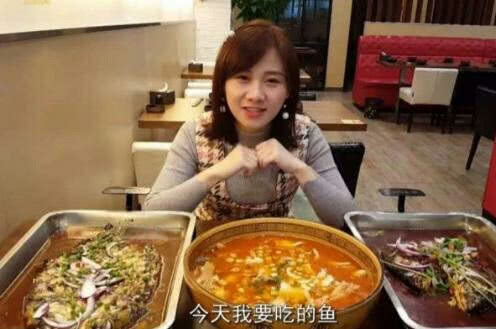 韩国美女大胃王直播豪爽吃面 一筷子盘子见底网友大呼被骗(图)