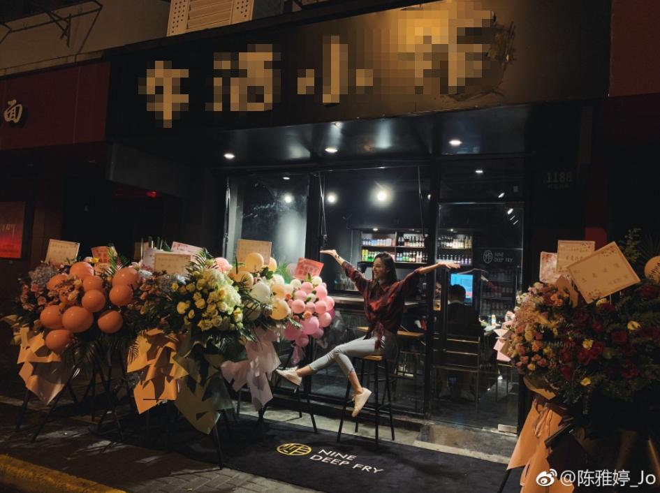 要转行了?王思聪演员女友开店竟变臭豆腐西施