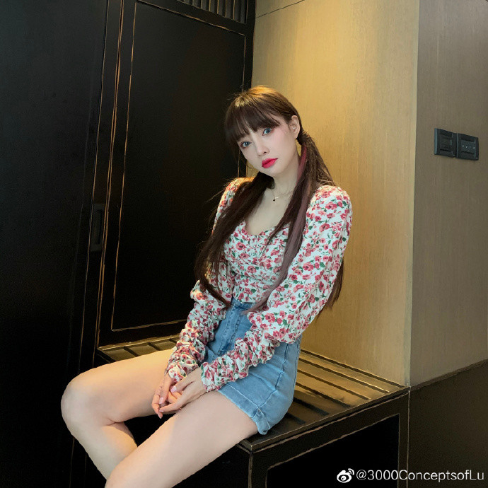 李小璐最新写真少女扮相显清纯 与贾乃亮复合传闻成谜图片